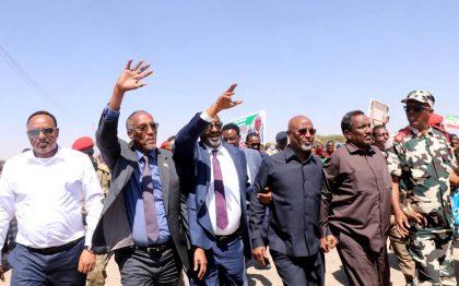 Shacabiweynaha Magaalada Burco , Maamulka Heer Gobol Iyo Heer Degmo Oo Uu Hormuud U Yahay Wasiirka Arrimaha Gudaha Jsl Oo Si Miisaan Leh U Soo Dhaweeyey Madaxweynaha Qaranka Somaliland.