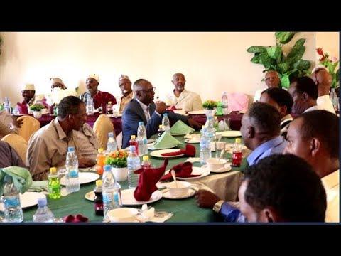DAAWO:-Wasiirka Arimaha Gudaha Somaliland OO Hadhimo Sharafeed  Ku Maamuusay Salaadiinta Beesha Bariga Sanaag.