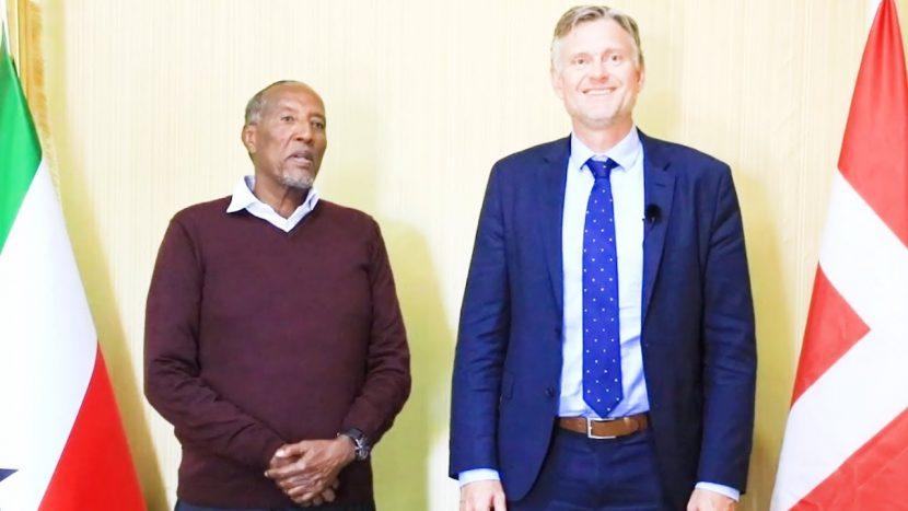 madax waynaha somaliland oo qaabilay safiirka dalka Denmark Amb .Ole Thonk